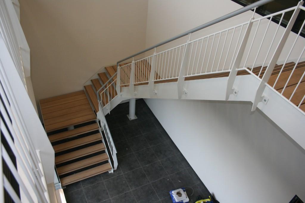 Metalen trappen design of brandtrappen op maat - Metalen trap ...